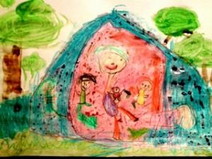 """Kamin (4v) piirustus Imetys telttaretkellä on vuoden 2013 Imetysviikon """"Lähellä äitiä"""" -piirustuskilpailun voittajatyö"""