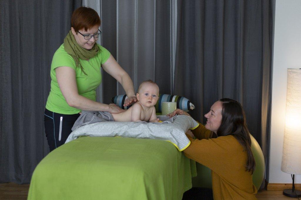 Vauvahieronta on lempeää kosketushoitoa